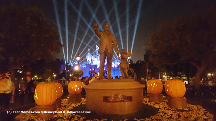 Disneyland #HalloweenTime